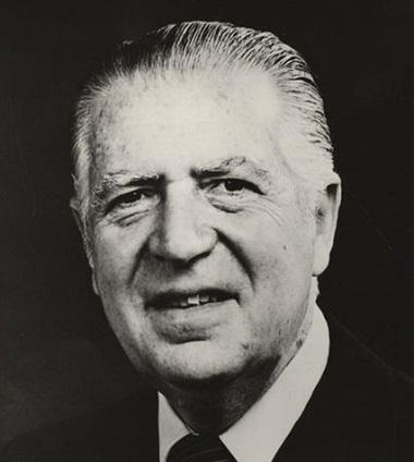 Em 1968, os militares tomaram o poder no Peru, derrubando o presidente Fernando Belaúnde Terry (foto). Quem assumiu o poder foi o general Juan Velasco Alvarado, que tomou uma atitude inesperada.  Foto: Wikimedia Commons