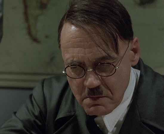 A Queda - As Últimas Horas de Hitler (2004) - Traudl Junge trabalhava como secretária de Adolf Hitler durante a 2ª Guerra Mundial. Ela narra os últimos dias do líder alemão, que estava confinado em um quarto de segurança máxima.