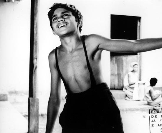Menino de Engenho (1965), dirigido por Walter Lima Jr., é uma adaptação do livro homônimo de José Lins do Rego. Ao ficar órfão, um menino passa a ser criado por seu avô e tios, ricos proprietários rurais, em um engenho de cana-de açúcar onde cresce, estuda, conhece a política, o amor e a desilusão.