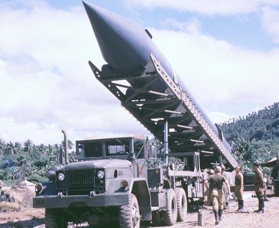 Os 13 Dias que Abalaram o Mundo (2000) - O filme retrata a situação da casa Branca durante os 13 dias da crise de mísseis cubana, que ocorreu durante o mês de outubro de 1962.