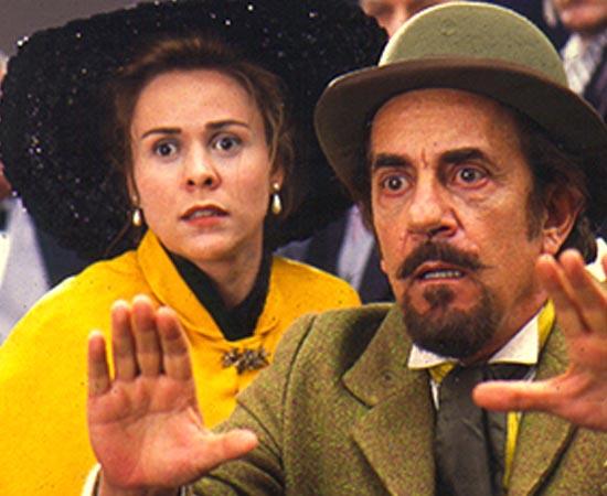 Policarpo Quaresma (1998), dirigido por Paulo Thiago, é baseado no livro 'Triste fim de Policarpo Quaresma' de Lima Barreto. O protagonista é um sonhador e um nacionalista que atua no Congresso e quer que o idioma tupi-guarani seja o oficial no Brasil.