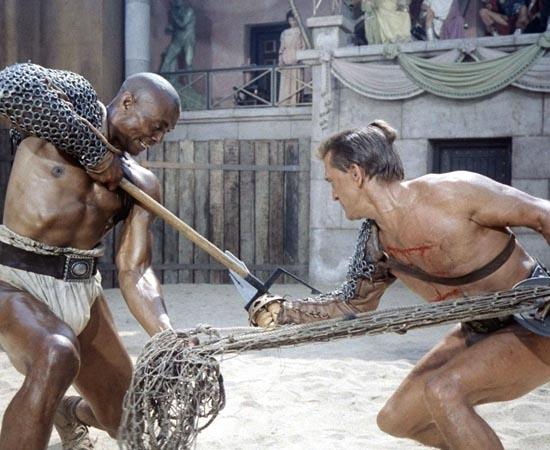 Spartacus (1960) - É a história de um gladiador que lidera um grupo de escravos em busca de liberdade contra as forças do Império Romano.