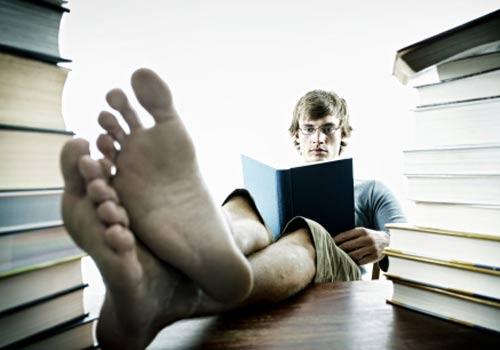 folga-pes-livros-estudo.jpg