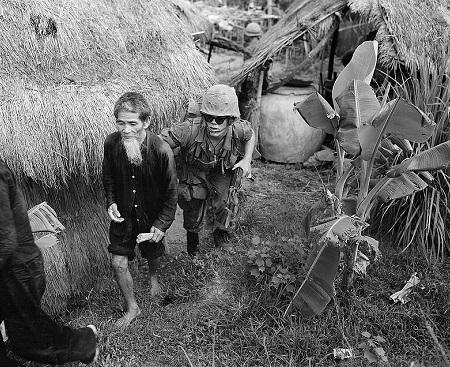 Quando o governo dos Estados Unidos percebeu que a guerrilha ameaçava controlar o centro do Vietnã, deu a ordem para os fuzileiros navais desceram a 16 quilômetros de Da Nang. (Foto: Wikimedia Commons)