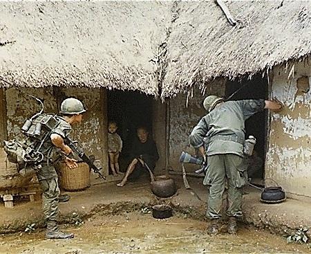 Colonizado pela França, o Vietnã viu a chance de ser independente após o fim da Segunda Guerra Mundial. Mas em 1954, no acordo de paz com os franceses, o país acabou sendo dividido em duas partes, reflexo da Guerra Fria: o Vietnã do Norte ficou com os comunistas. E o Vietnã do Sul passou a estar sob o comando capitalista. (Foto: Wikimedia Commons)