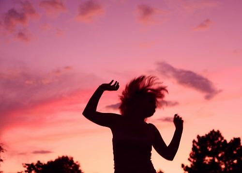 Gosta de dançar? Domina muito bem determinado estilo? Os dançarinos profissionais podem dar aulas de dança, fazer apresentações e trabalhar como coreógrafos. (Foto: Wikimedia Commons)