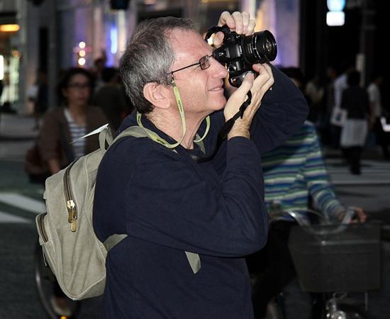 FOTOGRAFIA - É a captação de imagens com o uso de câmeras, sua gravação e reprodução em papel e meios digitais. Como a área de atuação é bem ampla, o profissional tem a possibilidade de viajar frequentemente.