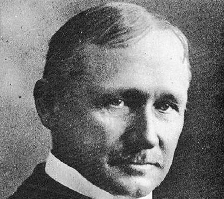 Em 1911, o norte-americano Frederick Taylor publicou o livro Princípios da Administração Científica, uma teoria da gerência do trabalho nas fábricas. Assim nasceu o  modelo de administração taylorismo. (Foto: Wikimedia Commons)