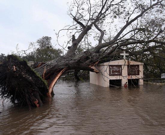 FURACÕES - Estude sobre ciclones, tufões, furacões e tornados.