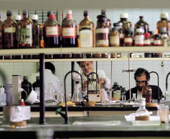QUÍMICA: A matéria mais cobrada pela Fuvest é Química Geral (33%).