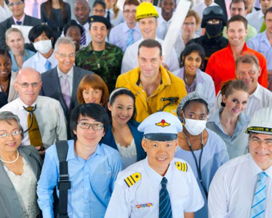 """O tema de 2010 foi: """"O trabalho na construção da dignidade humana"""". Os candidatos tinham como apoio um texto sobre trabalho escravo e outro sobre o futuro das profissões. Para utilizar bem as referências, é preciso entender a estrutura do texto exigido pelo Enem. O Guia já explicou o <a href=""""http://guiadoestudante.abril.com.br/enem/aprenda-a-fazer-a-redacao-do-enem-passo-a-passo/"""" target=""""_blank"""" rel=""""noopener"""">passo a passo para fazer uma boa redação</a>. Também é interessante entender <a href=""""http://guiadoestudante.abril.com.br/enem/tudo-que-voce-precisa-saber-sobre-a-redacao-do-enem-parte-3-como-e-feita-a-correcao/"""" target=""""_blank"""" rel=""""noopener"""">como é feita a correção do texto do Enem</a>."""