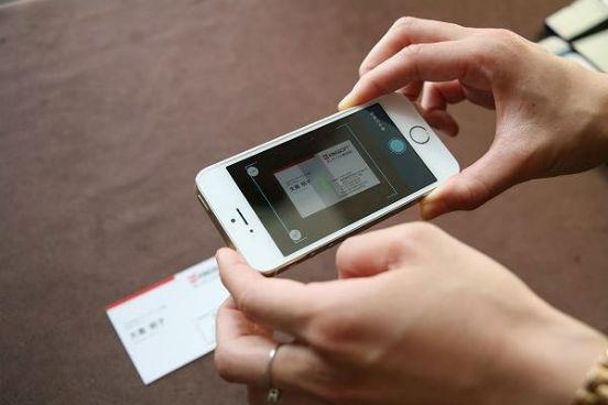 Com o CamScanner, você pode usar a câmera do seu smartphone para digitalizar documentos e enviá-los por e-mail ou para uma nuvem. O app é compatível com Dropbox, Google Drive e Box e transforma os arquivos em PDF, para que eles possam ser lidos a partir de qualquer dispositivo. (Imagem: Reprodução/Facebook)