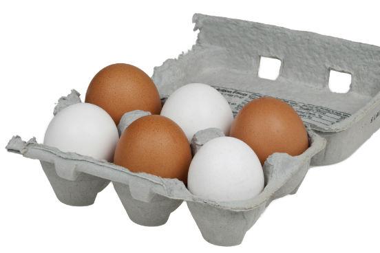 Além de ser um alimento bastante versátil, um ovo contém antioxidantes, diversos nutrientes e uma boa quantidade de proteína - tudo isso em menos de 100 calorias, dependendo da forma como ele for feito (fritar, obviamente, vai adicionar algumas). (Imagem: Wikimedia Commons)