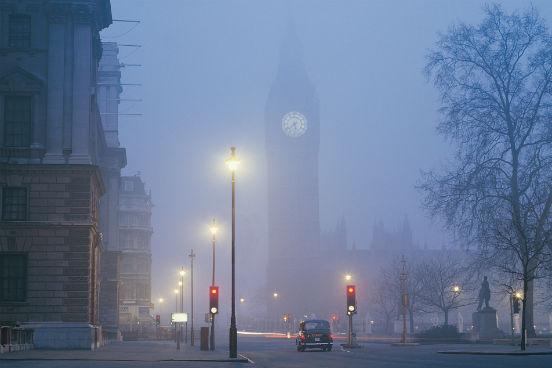 A corrente do Golfo também é responsável pelo nevoeiro (fog) típico de Londres no inverno, graças à evaporação e à condensação das águas do mar do Norte. Junto à poluição, esse nevoeiro recebe o nome de smog (smoke + fog). (Imagem: Thinkstock)