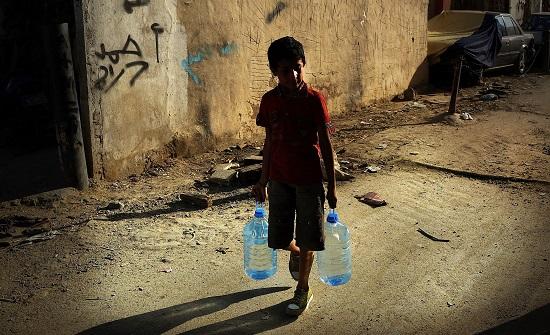 GUERRAS PELA ÁGUA | Vale pesquisar os conflitos que já ocorreram pelo mundo pelo controle da água e rios importantes. Entre eles, as guerras no Sudão, a Guerra da Água (insurreição na Bolívia), a Guerra dos Seis Dias (pelo controle do rio Jordão), entre outros. Vale ressaltar também as atuais regiões de guerra que sofrem com a escassez de água e outros suprimentos básicos. (Imagem: Getty Images)