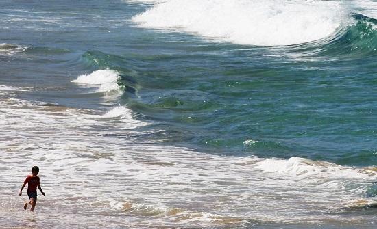 OCEANOS | Ainda em hidrografia, as características de cada um dos cinco oceanos e as correntes marítimas que influenciam o clima de cada um dos continentes (lembre-se, sempre focado no Brasil). Fenômenos como tsunamis, maremotos e o El Niño também são importantes. (Imagem: Getty Images)
