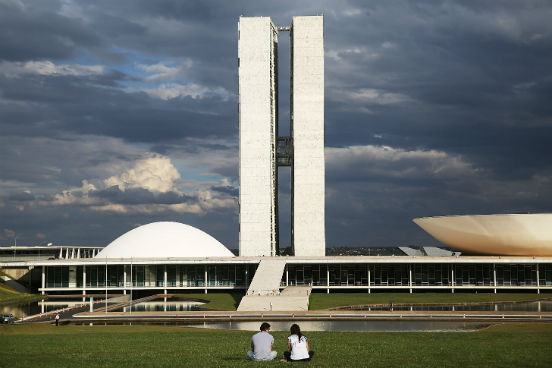 A capital federal aparece no topo da lista com um salário médio de R$ 3.729,00, 103.345 unidades empregadoras na cidade e 1.287.073 assalariados. (Imagem: Getty Images)