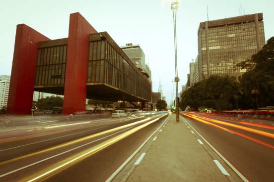 A capital paulista está na quarta posição com um salário médio de R$ 2.915,40. A cidade tem 618.713 unidades empregadoras e 5.281.006 assalariados. (Imagem: Thinkstock)