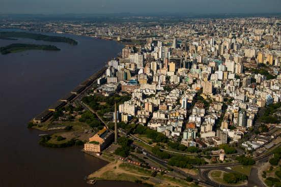 A capital gaúcha conta com 764.346 assalariados, 95.501 unidades empregadoras e um salário médio de R$ 2.779,80. (Imagem: Getty Images)