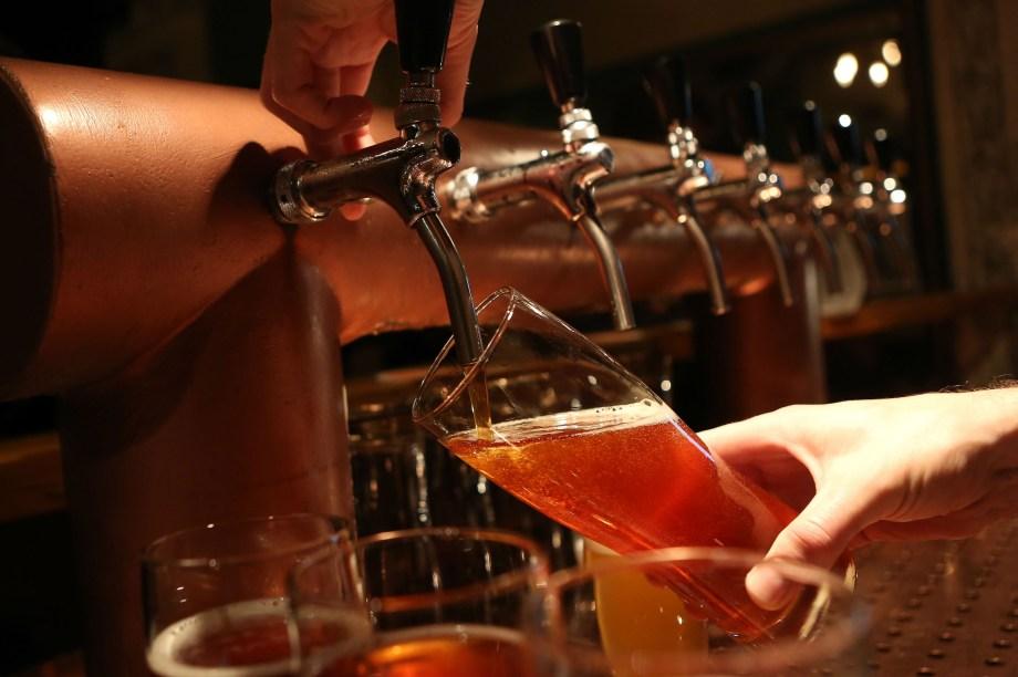 Mestrado em Cervejaria e Destilados - Os alunos aprendem sobre malte, cerveja e destilarias. A grade inclui matérias como 'Destilação e maturação de whisky' e 'Cereais, maltagem e mistura'. Ele é oferecido na Universidade de Edimburgo, na Escócia.