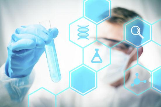 O DNA e o RNA estão diretamente envolvidos no processo de transmissão das informações genéticas e na produção de proteínas compostas, que são o principal constituinte dos seres vivos. Relembre, a seguir, os principais conceitos que envolvem essas moléculas. (Imagem: iStock)