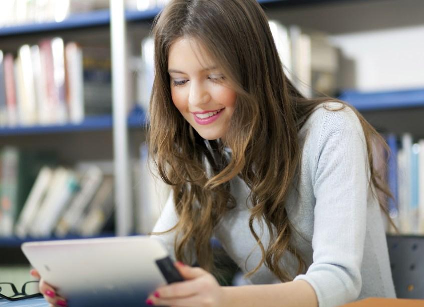 <strong>Disponibilize seu tempo.</strong>Um curso EaD dá mais flexibilidade ao aluno, mas isso não quer dizer que ele não vai precisar dedicar um tempo para os estudos. É necessário tanto ou mais tempo de dedicação que um curso presencial, e essa disponibilidade é fundamental.