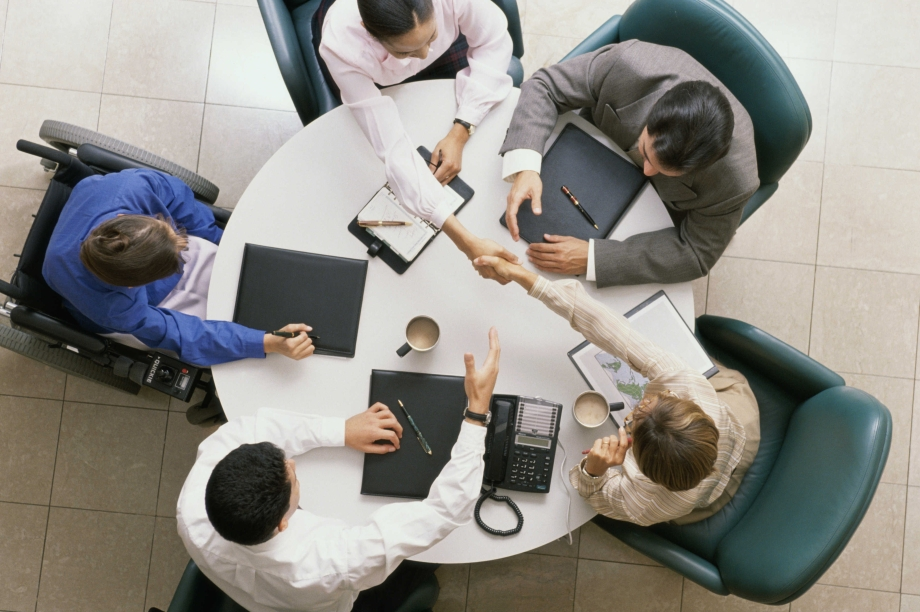 <strong>Faça contatos.</strong>Aproveite a rede de contatos que o curso EaD propicia. Você pode conversar com colegas de diferentes localidades e realidades do país ou até do mundo.