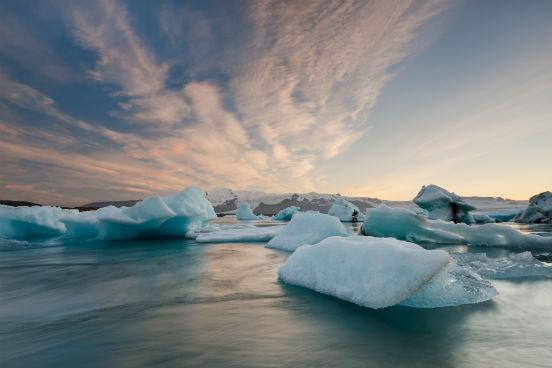 Até hoje, um El Niño nunca foi igual ao outro. Além disso, o El Niño de 2015 será diferente do anterior (de 1997-1998) por causa da mudança climática por que o mundo vem passando. De lá pra cá, foi registrada a perda de até um milhão de quilômetros quadrados de superfície de neve no hemisfério Norte, e a camada de gelo do oceano Ártico diminuiu até atingir níveis baixíssimos. (Imagem: Thinkstock)