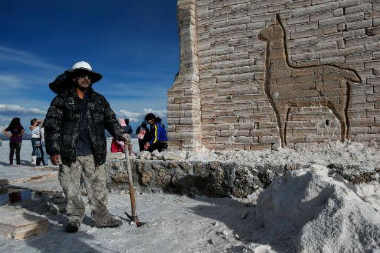 Sabendo desse processo, em outubro de 2010, o presidente boliviano Evo Morales anunciou que o país exploraria o lítio a partir de tecnologia própria, sem depender de empresas estrangeiras. A grande questão, no entanto, é se a Bolívia é mesmo capaz. (Imagem: Getty Images)