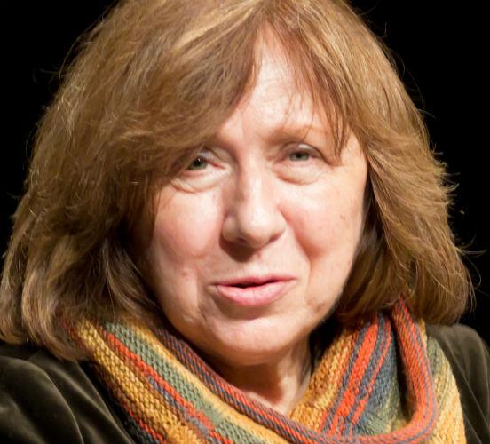 Primeira mulher da Bielorrússia a receber o Nobel de Literatura, <strong>Svetlana Alexievich</strong> é jornalista e escreve principalmente sobre a ex-União Soviética, onde nasceu. Seus livros têm diversos depoimentos de mulheres soviéticas que sobreviveram à Segunda Guerra e ao fim da URSS. Além disso, Svetlana fala também sobre a questão do Afeganistão.