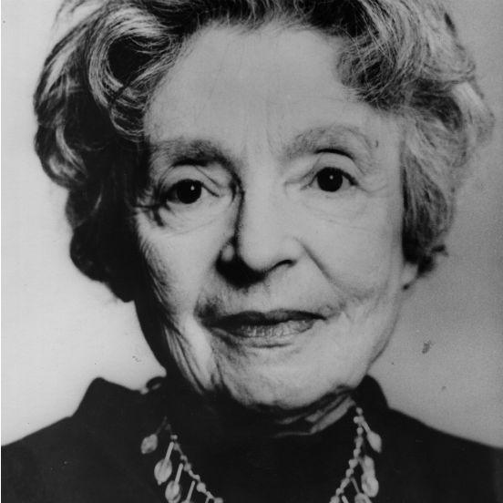 Nascida em Berlim em 1891, <strong>Nelly Sachs</strong> também teve que fugir do regime nazista e deixou a Alemanha para viver na Suécia em 1940. Sua poesia, que fala muito do sofrimento judeu, começou a ganhar reconhecimento quando ela tinha cerca de 50 anos. Nelly Sachs recebeu o Nobel de Literatura em 1966, apenas quatro anos antes de falecer.
