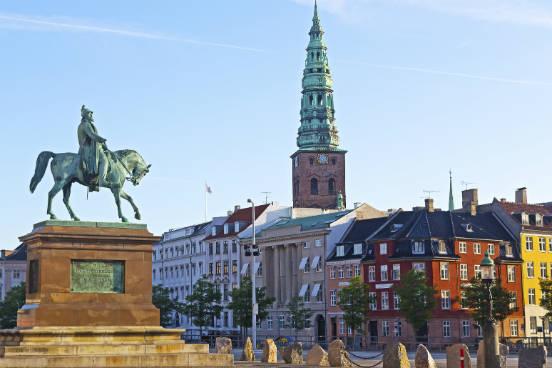 <strong>Dinamarca.</strong>O país possui mais de 600 programas internacionalmente reconhecidos ensinados em inglês. Além disso, mais de 80% dos dinamarqueses falam inglês. (Imagem: iStock)