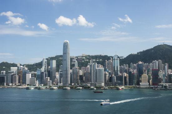 <strong>Hong Kong.</strong>Um dos centros financeiros mais importantes do mundo, Hong Kong mistura as culturas ocidental e oriental e tem o inglês extremamente presente no cotidiano de seus habitantes. No ensino superior, isso não é diferente: quase todas as universidades oferecem cursos em inglês. (Imagem: iStock)