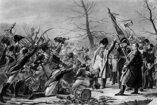 Napoleão consegue fugir do exílio na ilha de Elba em 1815. Ao chegar na França, ele encontra uma população descontente com o governo de Luís XVIII e é recebido novamente como imperador francês, recuperando assim o poder. (Imagem: Rischgitz/Getty Images)