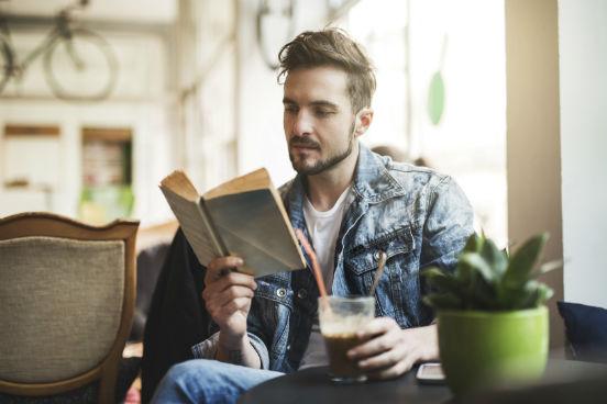 Elaborar questões sobre o texto facilita a sua compreensão. Ao lado dos parágrafos que considerar mais importantes, escreva uma pergunta que, quando respondida, resuma o que foi dito ou explicado neles. Dessa forma, cada vez que você ler a pergunta se lembrará mais facilmente do conteúdo escrito.