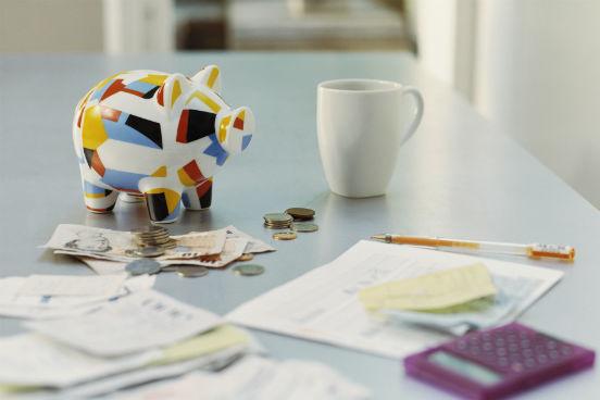 Depois de pesquisar e encontrar quais são as melhores opções para você, pense no custo que cada uma delas vai ter. Pondere se a opção mais interessante cabe mesmo no seu bolso. (Imagem: Thinkstock)