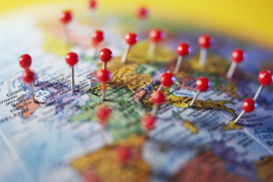 Você pode aproveitar o tempo que vai passar em outro país para viajar para cidades ou outros países próximos onde você não iria tão facilmente se estivesse no Brasil. Pense nesses gastos e organize um calendário de viagens de feriados ou fins de semana para conseguir visitar todos os lugares que você deseja. (Imagem: Thinkstock)