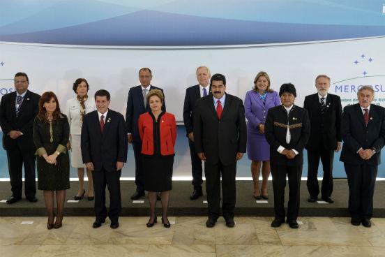 Os Estados partes se alternam na Presidência Pro Tempore do bloco a cada seis meses, seguindo a ordem alfabética do nome de cada país. A sucessão do cargo é realizada durante a Cúpula de Presidentes do Mercosul. (Imagem: Wikimedia Commons)