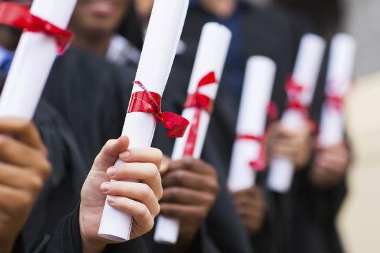 O Mercosul possui diversos protocolos que facilitam a revalidação de diplomas, certificados, títulos e o reconhecimento de estudos (nos níveis fundamental e médio, seja técnico ou não técnico) em outro país. Estudos de pós-graduação também são abrangidos pelos protocolos. (Imagem: Thinkstock)