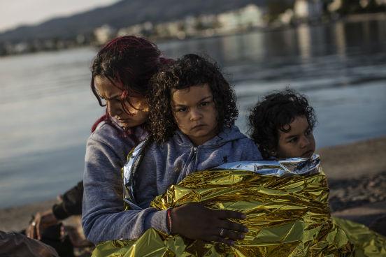 A maior parte dos imigrantes chega em embarcações vindas da Turquia e, segundo a Acnur, quase todos eles são refugiados das guerras do Afeganistão, do Iraque e da Síria. (Imagem: Getty Images)