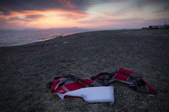 Estima-se que, somente entre 1º de janeiro e 14 de agosto de 2015, mais de 2.400 imigrantes morreram tentando atravessar o mar Mediterrâneo para chegar até a Europa. Em todo o ano de 2014, foram registradas 96 mortes. (Imagem: Getty Images)