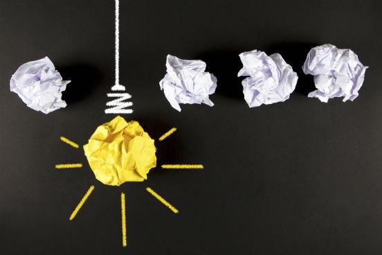 Hoje em dia, ter um pensamento criativo não é mais algo reservado apenas para os artistas: pessoas que trabalham em todos os campos precisam pensar fora da caixinha para resolver as mais diversas situações. Veja, a seguir, algumas dicas simples que podem ajudar a desenvolver sua habilidade de inovação no cotidiano. (Imagem: iStock)