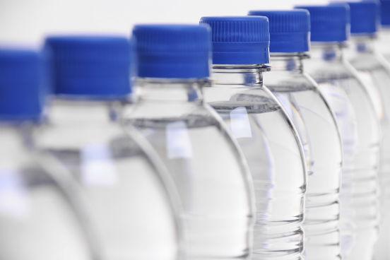 Também são polímeros plásticos como o PVC e o teflon e as garrafas PET. (Imagem: Thinkstock)