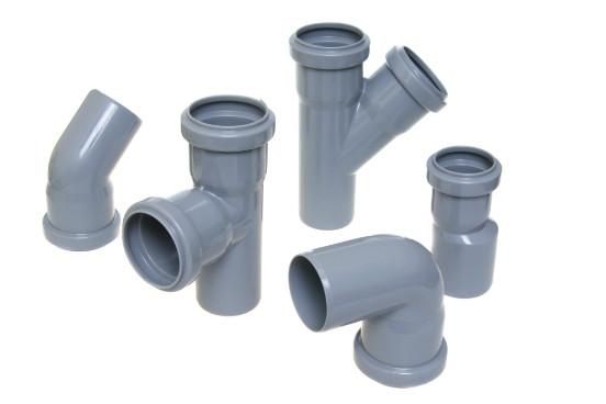 Os polímeros podem ser termoplásticos, que é o tipo de plástico mais comum no mercado. Esse tipo de polímero é artificial e apresenta um alto potencial para reciclagem. São exemplos de polímeros termoplásticos o polietileno e o policloreto de vinil (PVC). (Imagem: Thinkstock)