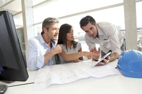 Gerentes de infraestrutura, gestores de ativos e gerente de engenharias