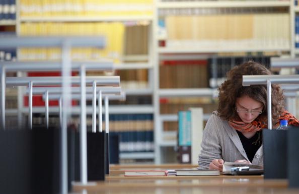 garota-estudando-vest.jpg