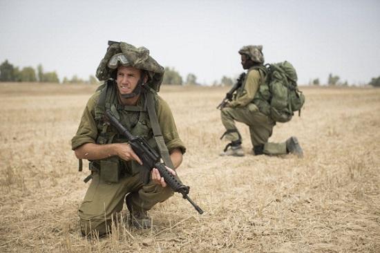 Este ano, a morte de três israelitas e a de um palestino, que teria sido queimado vivo, causaram nova escalada de violência. O Hamas lançou mísseis contra Israel, que respondeu com uma grande ofensiva militar, mostrada nas fotos desta galeria.