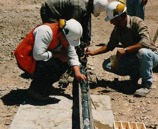 GEOLOGIA - É a ciência que estuda a origem, a formação, a estrutura e a composição da crosta terrestre, além das alterações sofridas por ela no decorrer do tempo. Os profissionais de campo podem fazer viagens frequentemente.