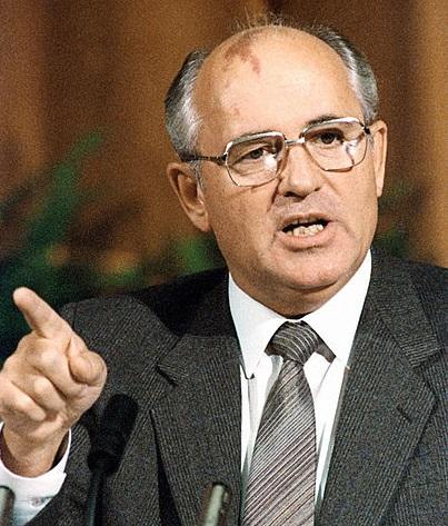 Perestroika - Com o colapso econômico da União Soviética, o líder dos soviéticos, Mikhail Gorbachev começa a fazer uma série de reformas na URSS: são a Perestroika (reconstrução) e Glasnost (transparência). Com o novo contexto e mais liberdade de expressão, pouco a pouco a União Soviética começou a ruir.