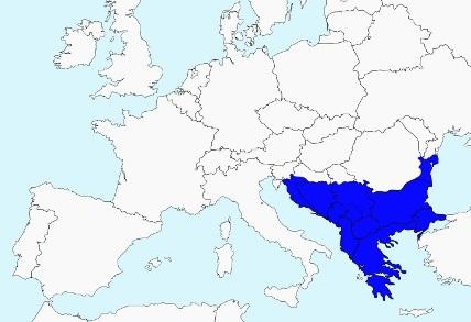 A sociedade grega estava localizada na península Balcânica. Como o território era montanhoso e muito acidentado, as comunidades que surgiam eram unidades autônomas, chamadas de polis ou cidades-estados. As mais importantes foram Atenas e Esparta. Imagem: Wiki Commons